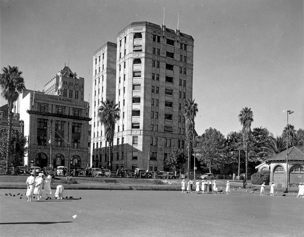 1950 Lawn bowls at the Perth Bowling Club on the Esplanade Atlas building on left, Lawson flats in middle and Florence Hummerston Tea rooms on right State Library of Western Australia Image: SLWA 000061D