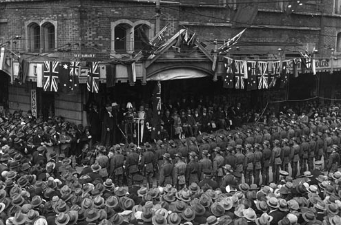 WA Governor Sir William Campion speaks to the crowd gathered at Perth Town Hall, 12 August 1929. (Supplied: State Library of Western Australia)
