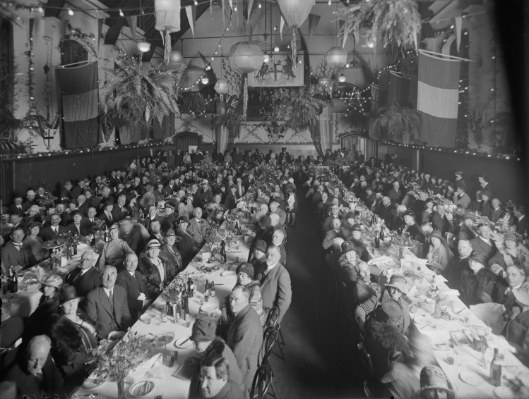 Celebratory luncheon inside Perth Town Hall, 12 August 1929. (Supplied: State Library of Western Australia)