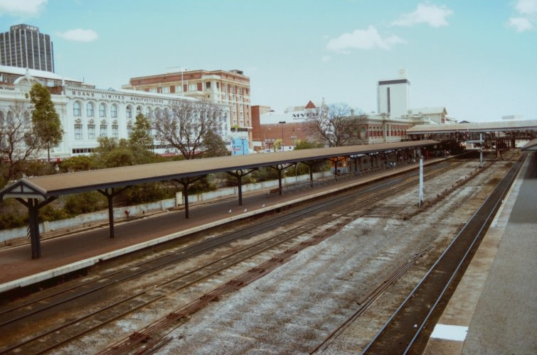Looking south-west across the eastern platforms towards Forrest Place, 1986. (Supplied: State Library of Western Australia)
