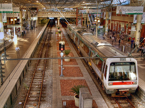 Interior of Perth Railway Station in 2006, a Transperth A-series electric multiple untits is stopped at platform 3. (Supplied: flickr)