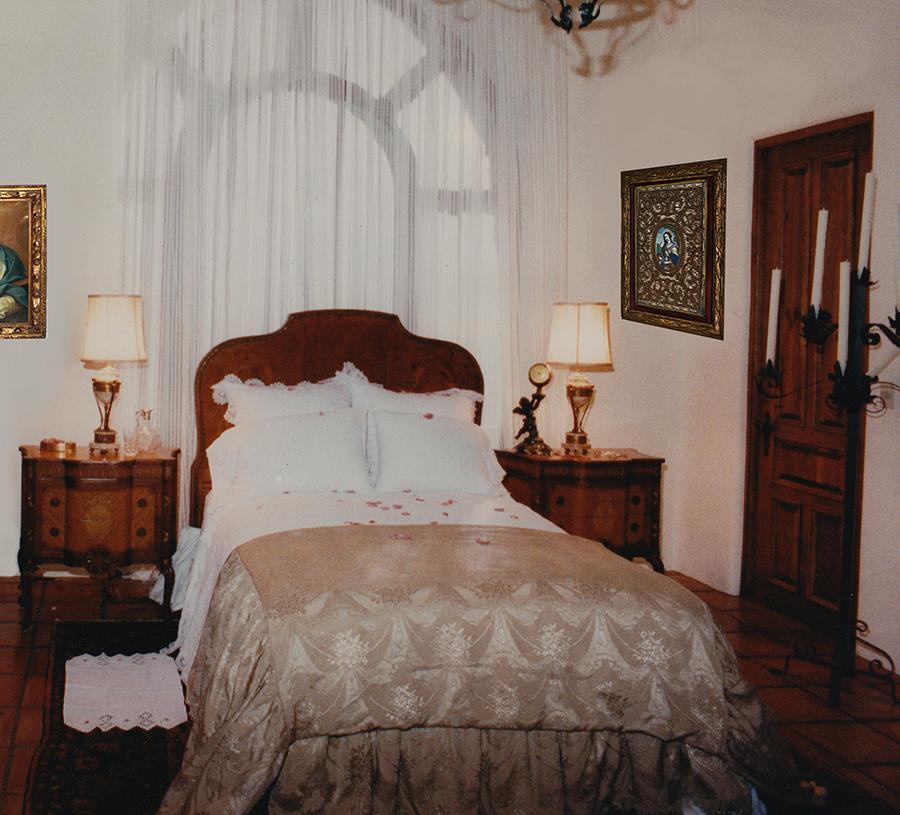 Mafia Honymoon suite.jpg