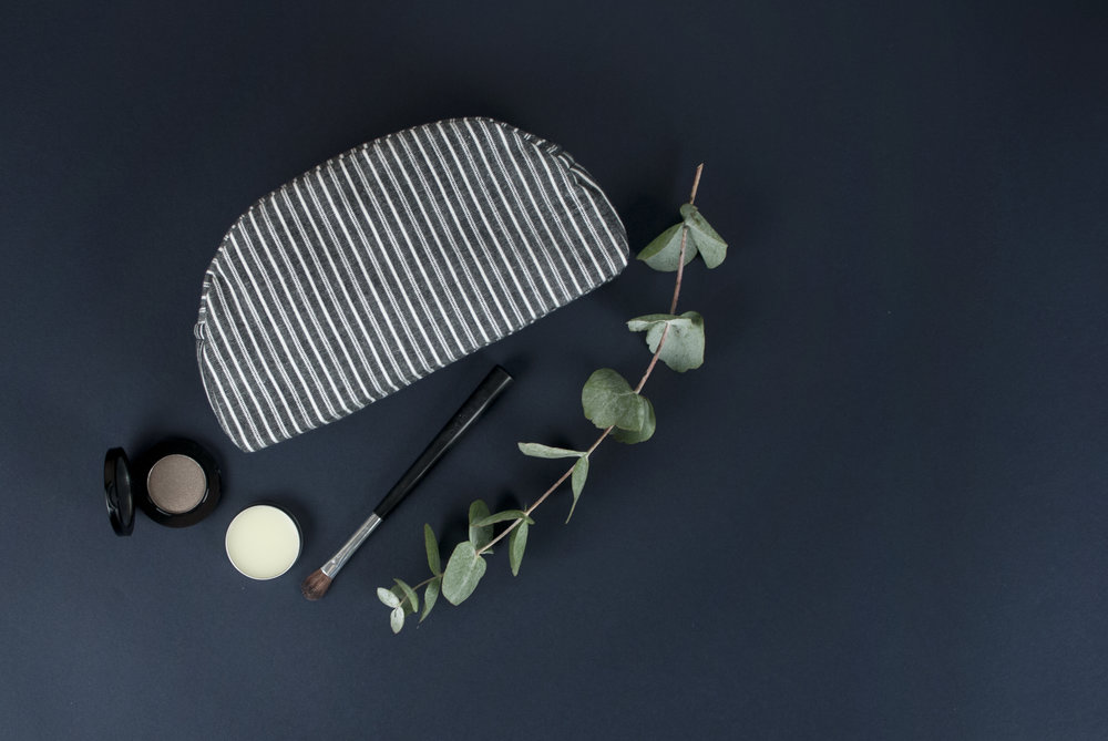 #033 make-up bag in striped organic cotton