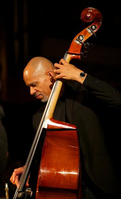 Ira Coleman (bass)