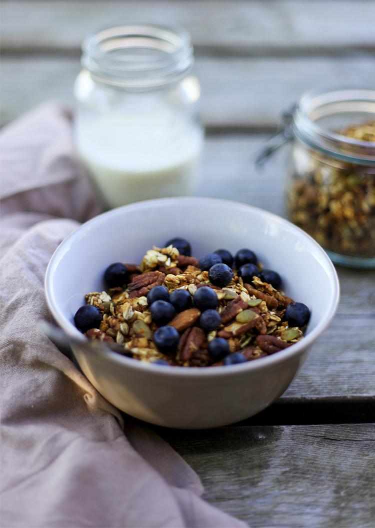 Seed, nut and banana granola