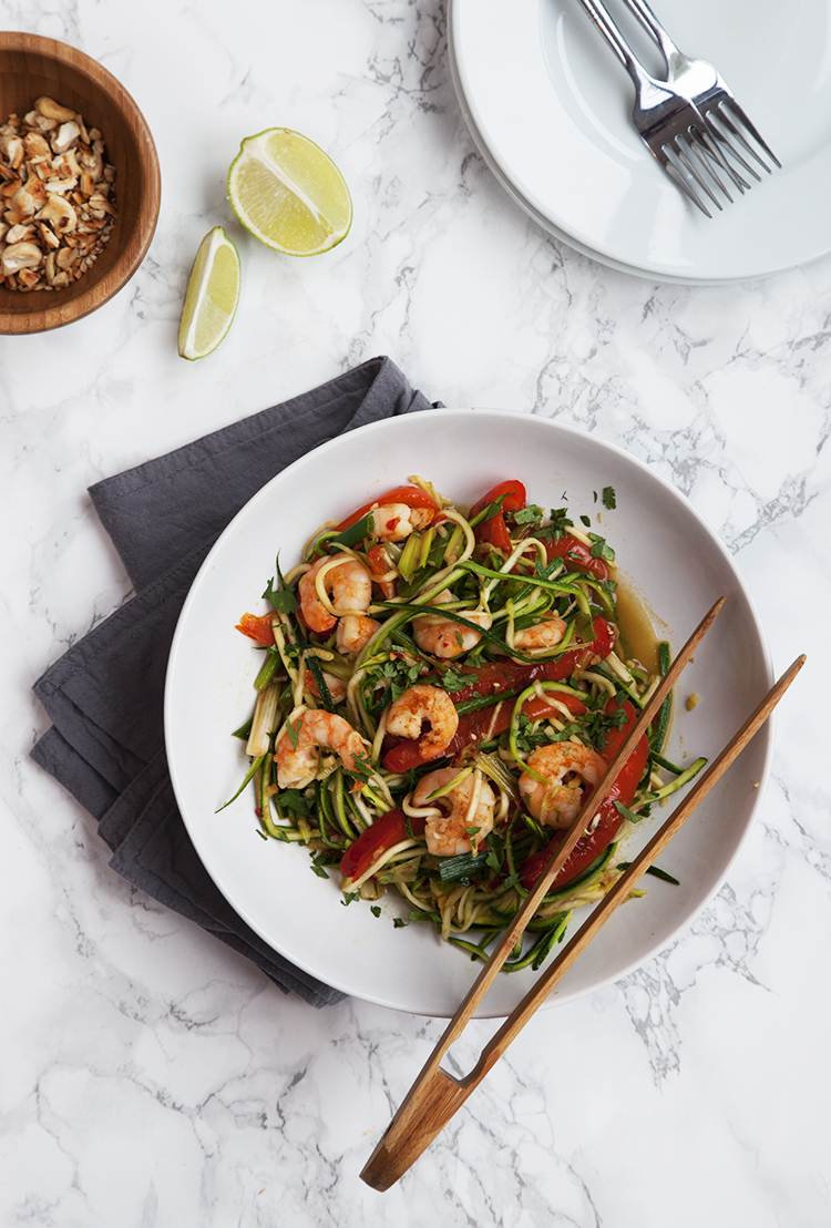 Courgette noodles with prawns and peppers