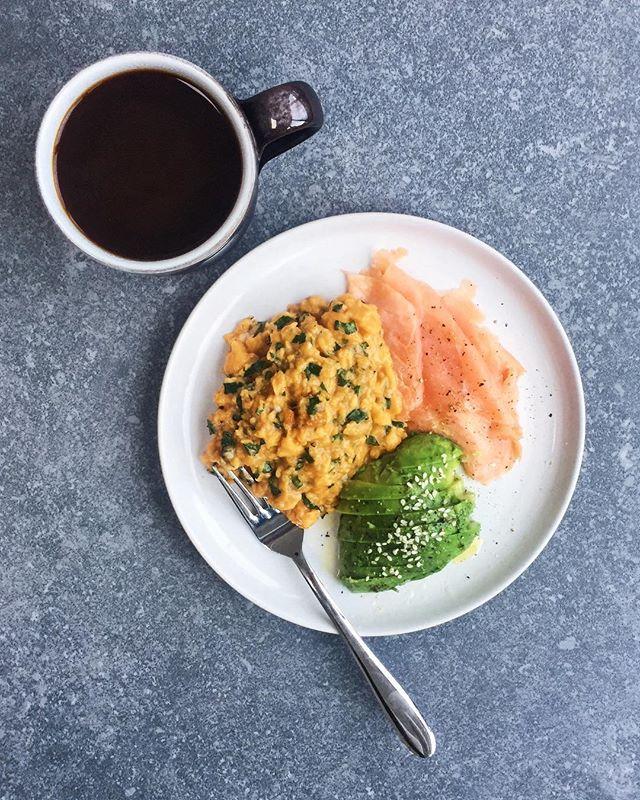 How is the weekend over already. Can we go back to breakfast please! Smoked salmon, basil scrambled eggs and avo. . . . #smokedsalmon #scrambledeggs #avocado #clarencecourt #burfordbrowns #weekendbreakfast #blackcoffee #paleobreakfast #whole30breakfast #healthychoices #eatwell #cleaneating #nourish #eeeeeats #onmyplate #foodfromabove #onmytable #foodbuzzfeed #f52 #feedfeed #foodglooby #eattherainbow #lowcarb #glutenfree #healthyfats