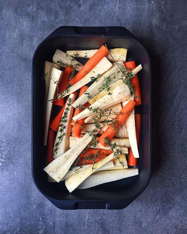 Roots | When Neil works from home we somethings have a mid-week-roast. I know, what food rebels! . . . #roots #roastedroots #roastveg #carrots #parsnips #freshthyme #roastdinner #vegpower @rivercottagehq @jamieoliverfoodfoundation #plantpower #eattherainbow #healthychoices #nourish #eatvegetables #homecooking #instafood #seasonalveg #seasonalfood