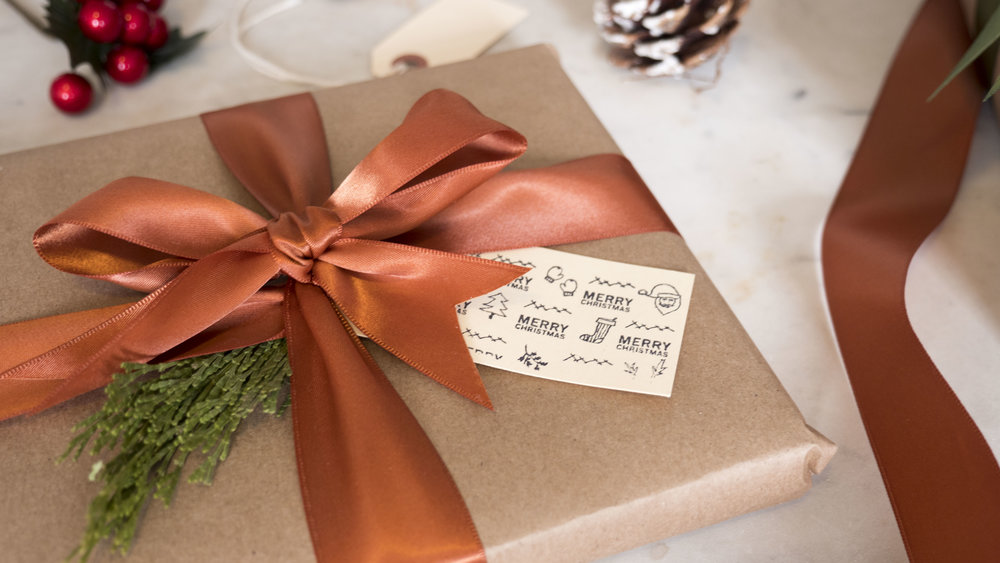 _1004696Wrapping_hacks_Classic_chic_wrapping_how_to_wrap_a_present.JPG
