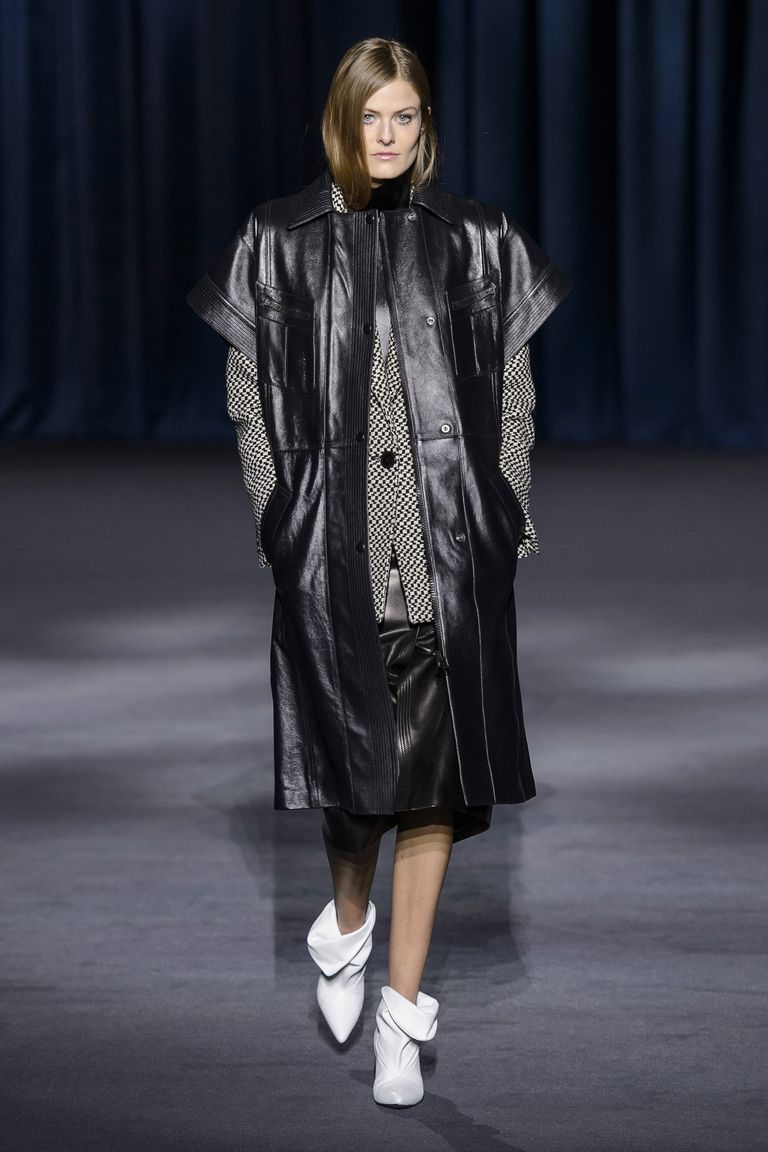 givenchy hbz-fw2018-trends-80s-black-leather-04-givenchy-rf18-0061-1521496460.jpg