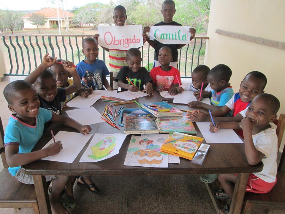 Niños pintando.jpg