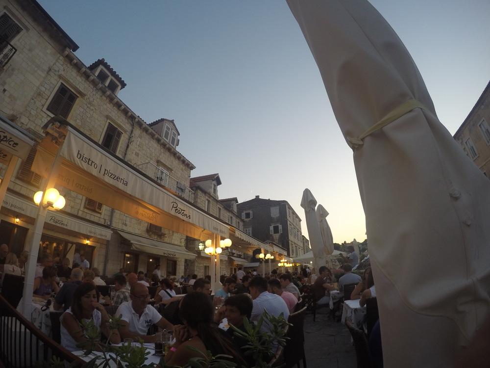 Rua onde ficam alguns dos melhores restaurantes.