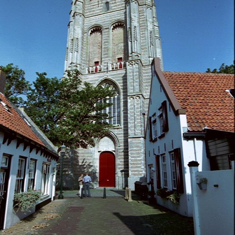 Voormalige lichttoren, Goedereede   Bouwjaar: 1467 - 1512  Bouwstijl:  Gotisch  Bouwtype:  Kerktoren/lichtbaak