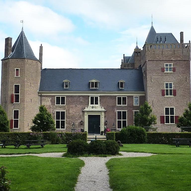 Slot Assumburg, Heemskerk   Bouwjaar:  1546   Bouwstijl: Frans Classicistisch  Bouwtype:  Kasteel