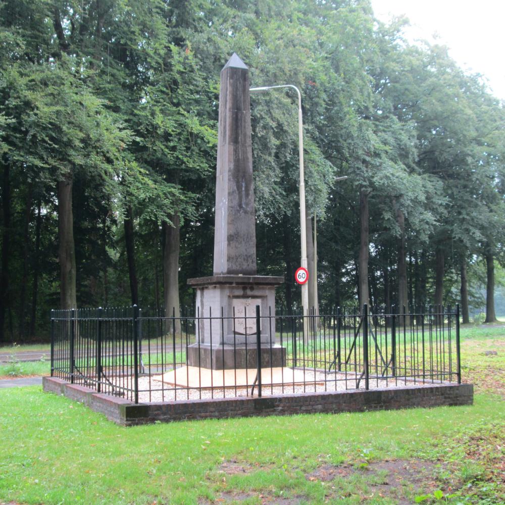 Gedenknaald Manpad, Heemstede   Bouwjaar:  1817   Bouwstijl:  -  Bouwtype:  Obelisk/ Gedenknaald