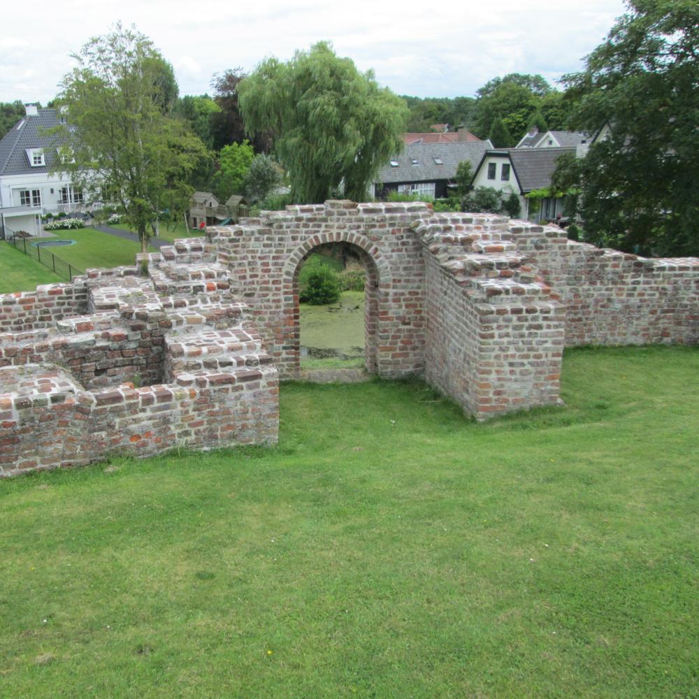 Jacobaburcht, Oostvoorne   Bouwjaar:   Tussen 1150 en 1250  Bouwstijl:   Bouwtype:  Burcht