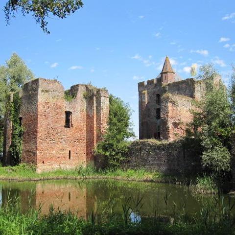 Ruïne Brederode, Santpoort-Zuid   Bouwjaar:   Dertiende eeuw  Bouwstijl:  Middeleeuws  Bouwtype:  Voormalig kasteel
