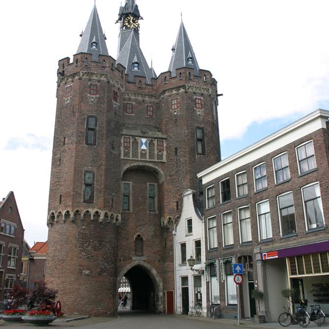 Sassenpoort, Zwolle   Bouwjaar:  1409   Bouwstijl:  Middeleeuws  Bouwtype:  Poort