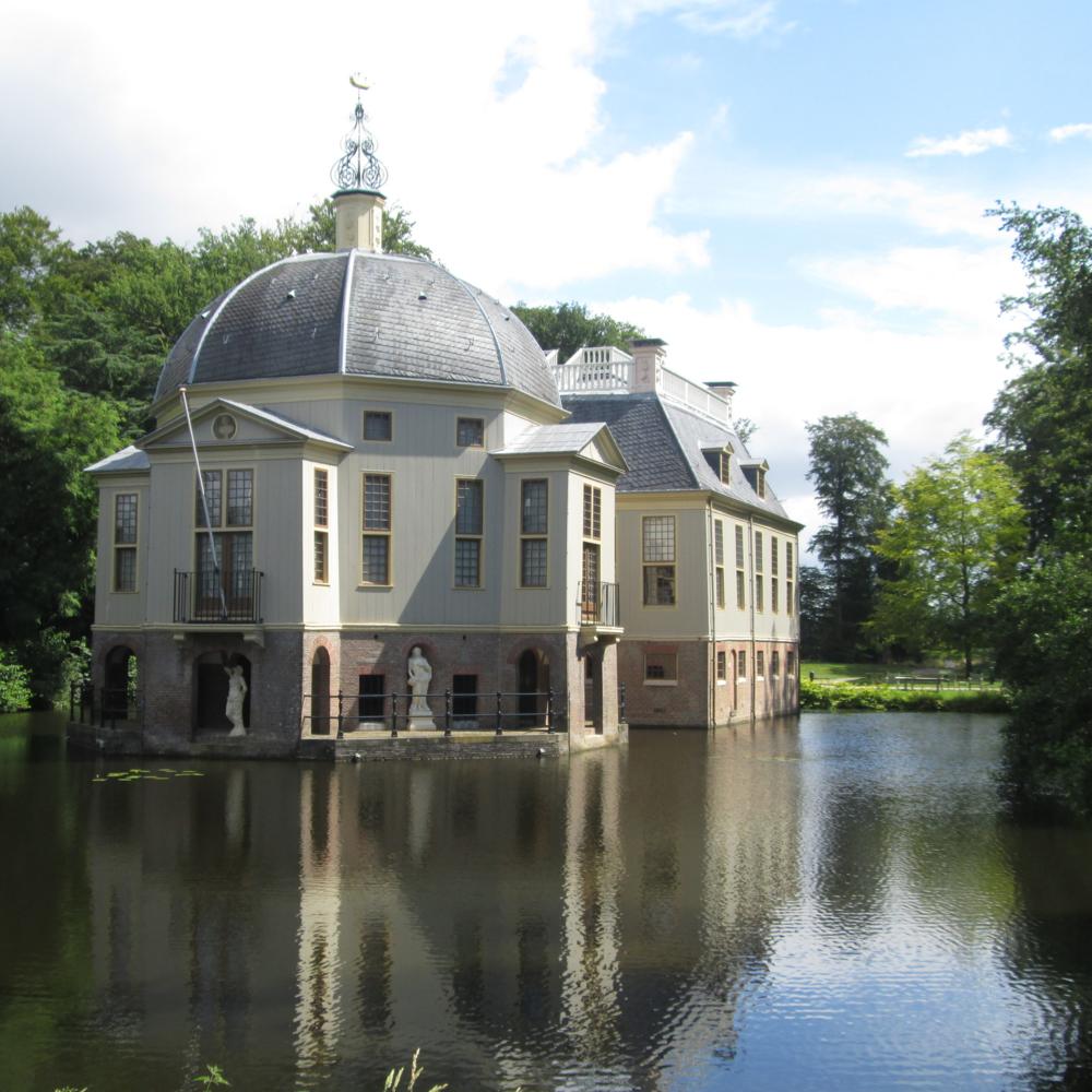 Trompenburgh, 's-Graveland   Bouwjaar:  omstreek 1673   Bouwstijl:  Hollands Classicisme  Bouwtype:  Buitenplaats