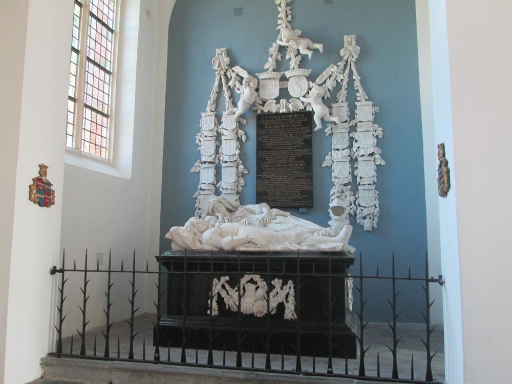 gRAFMONUMENT VAN LYRE, KATWIJK - ROMBOUT VERHULST BEELDHOUWWERK UIT 1663