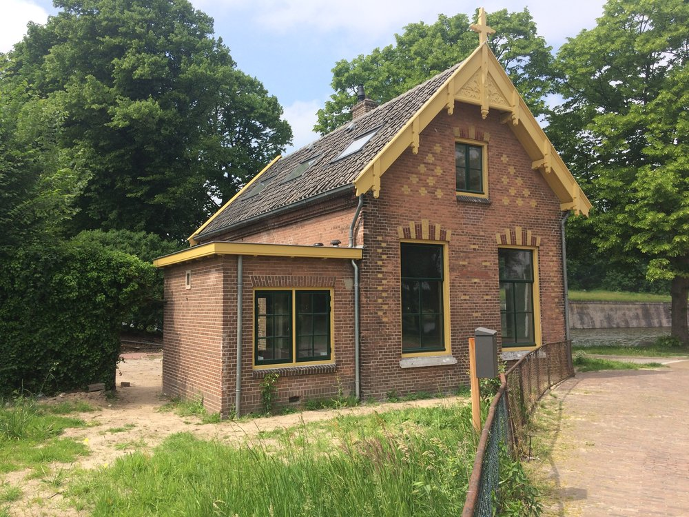verhuur brugwachterswoning - RTV Noord Holland kwam op bezoek bij onze gerestaureerde brugwachterswoning in Naarden-Vesting. In het verlengde van de restauratie een interessante kritische noot.