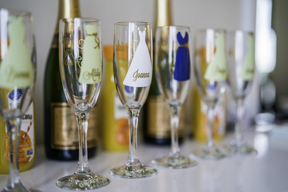 custom champagne flutes wedding