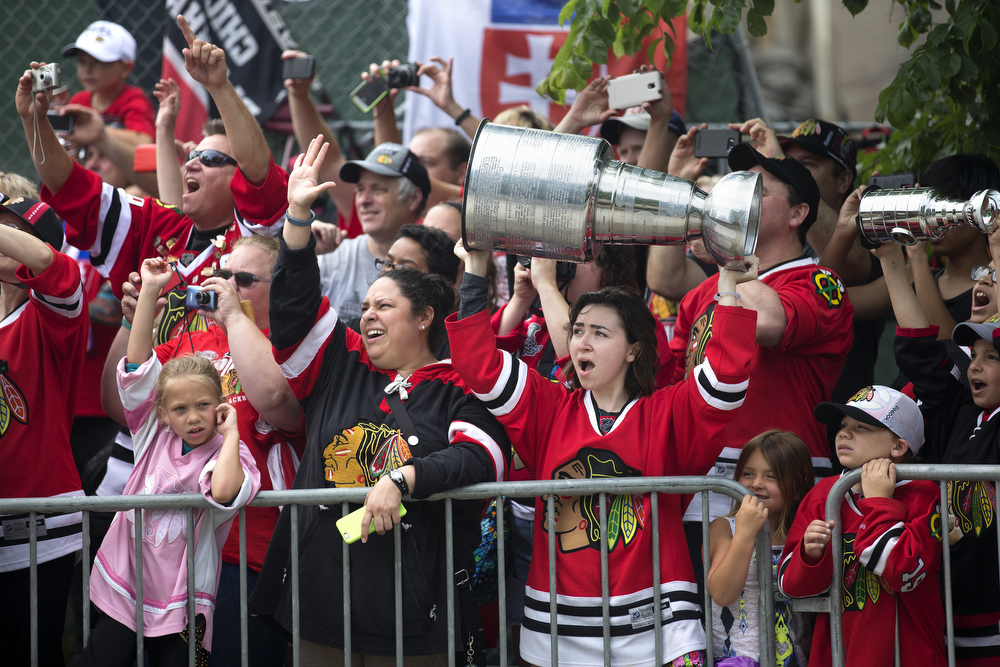 Blackhawks fans cheer as buses leave the United Center in Chicago for the start of the championship parade on Thursday, June 18, 2015. (Erin Hooley/Chicago Tribune)