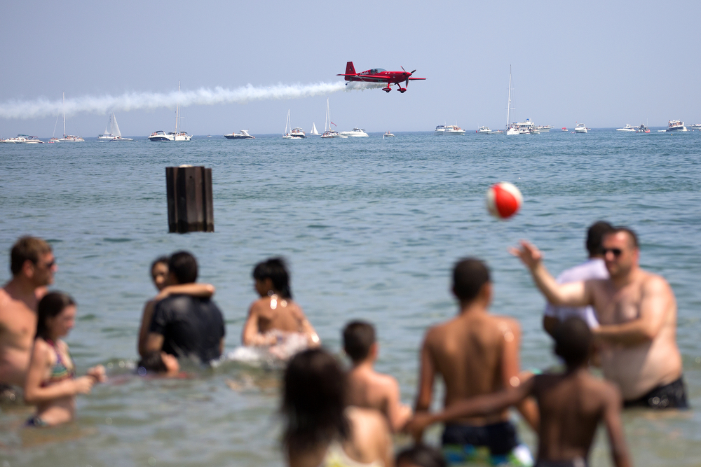 Firebird Delta Team member Jack Knutson performs at the 2015 Chicago Air & Water Show at North Avenue Beach Sunday, August 16, 2015. (Erin Hooley/Chicago Tribune)