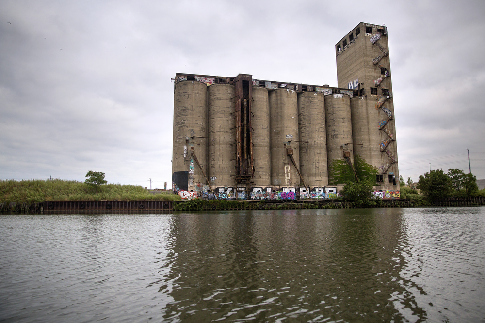 "The ""Damen Silos,"" part of an abandoned grain elevator, sit along the South Branch of the Chicago River August 26, 2015. Farther south, the river turns into the Chicago Sanitary and Ship Canal. (Erin Hooley/Chicago Tribune)"