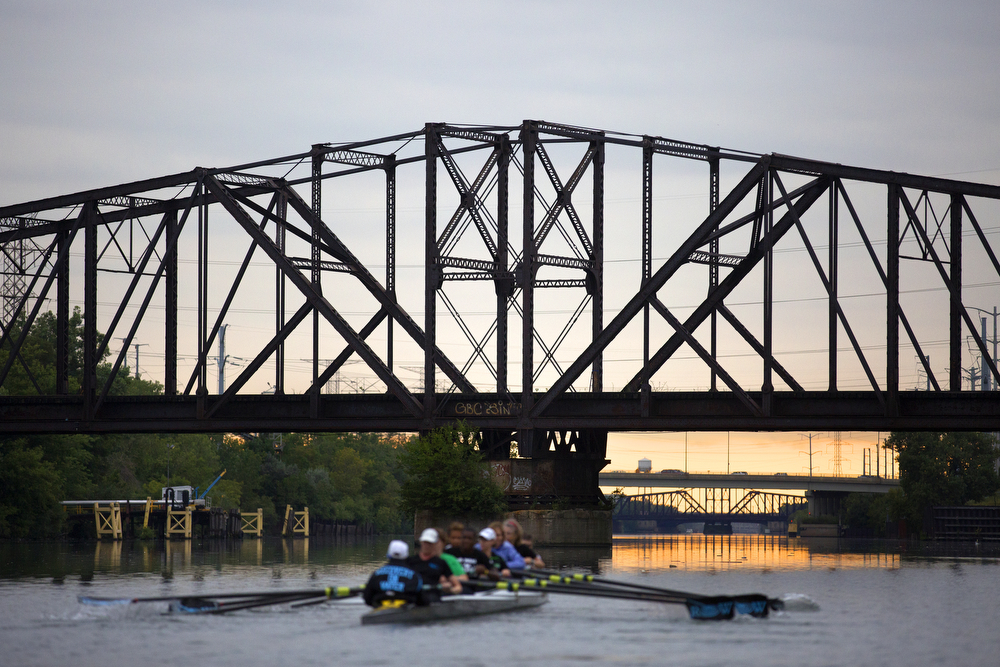 Members of the Recovery on Water breast cancer survivors rowing crew practice on the South Branch of the Chicago River August 26, 2015 as the sun sets in the distance. (Erin Hooley/Chicago Tribune)