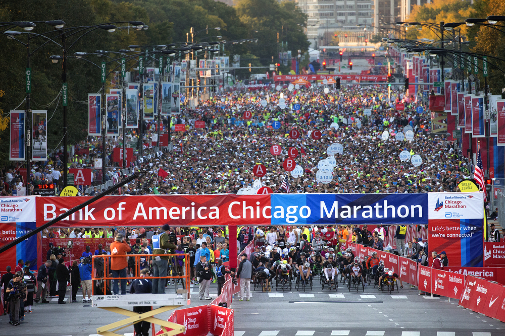 Thousands gather at Monroe Street and Columbus Drive for the start of the Bank of America Chicago Marathon Sunday, Oct. 11, 2015 in Chicago. (Erin Hooley/Chicago Tribune)