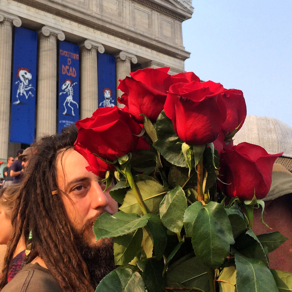 A man holds a bunch of roses in front of the Field Museum before the Grateful Dead's final show at Soldier Field Sunday, July 5, 2015 in Chicago. (Erin Hooley/Chicago Tribune)