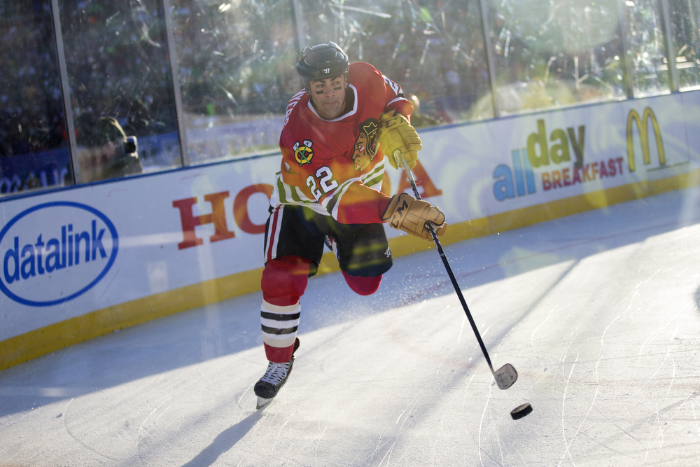 Chicago Blackhawks alumnus Jamal Mayers takes a shot during the first period of the Chicago Blackhawks versus Minnesota Wild/Minnesota North Stars 2016 NHL Stadium Series Alumni Game at TCF Bank Stadium on the campus of the University of Minnesota Saturday, Feb. 20, 2016, in Minneapolis. (Erin Hooley/Chicago Tribune)