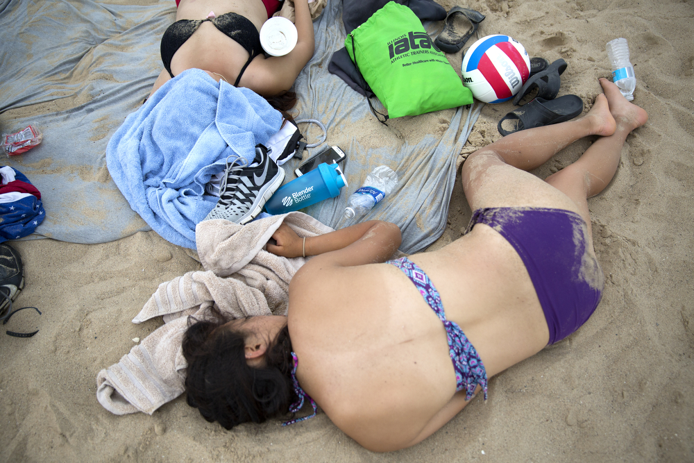 Beachgoers take a rest at North Avenue Beach Monday, July 4, 2016, in Chicago. (Erin Hooley/Chicago Tribune)