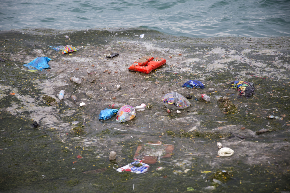 Garbage floats in Lake Michigan near North Avenue Beach Monday, July 4, 2016, in Chicago. (Erin Hooley/Chicago Tribune)