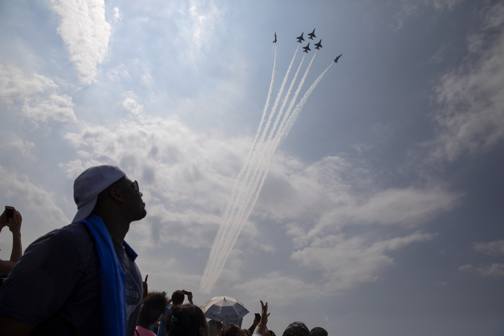 Spectators watch as the U.S. Air Force Thunderbirds perform during the Chicago Air and Water Show at North Avenue Beach Sunday, Aug. 19, 2018, in Chicago. (Erin Hooley/Chicago Tribune)