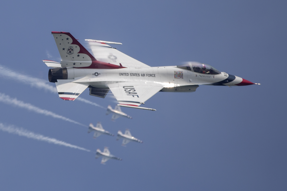 The U.S. Air Force Thunderbirds perform during the Chicago Air and Water Show at North Avenue Beach Sunday, Aug. 19, 2018, in Chicago. (Erin Hooley/Chicago Tribune)