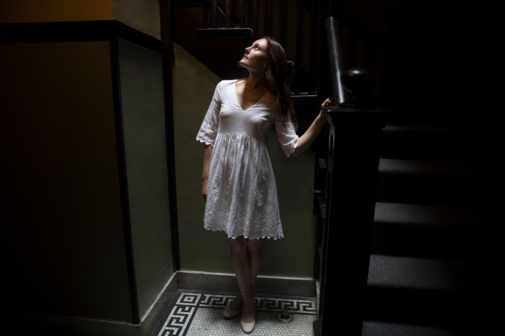 Cordelia Dewdney poses for a portrait at her home Wednesday, Aug. 15, 2018, in the Edgewater Beach neighborhood of Chicago. Dewdney, of Lookingglass Theatre Company, is one of the Chicago Tribune's Hot New Faces of Chicago Theater 2018. (Erin Hooley/Chicago Tribune)
