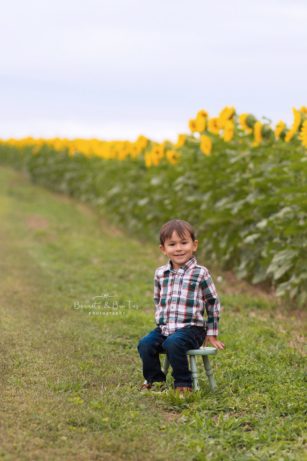 boy sunflower session.jpg