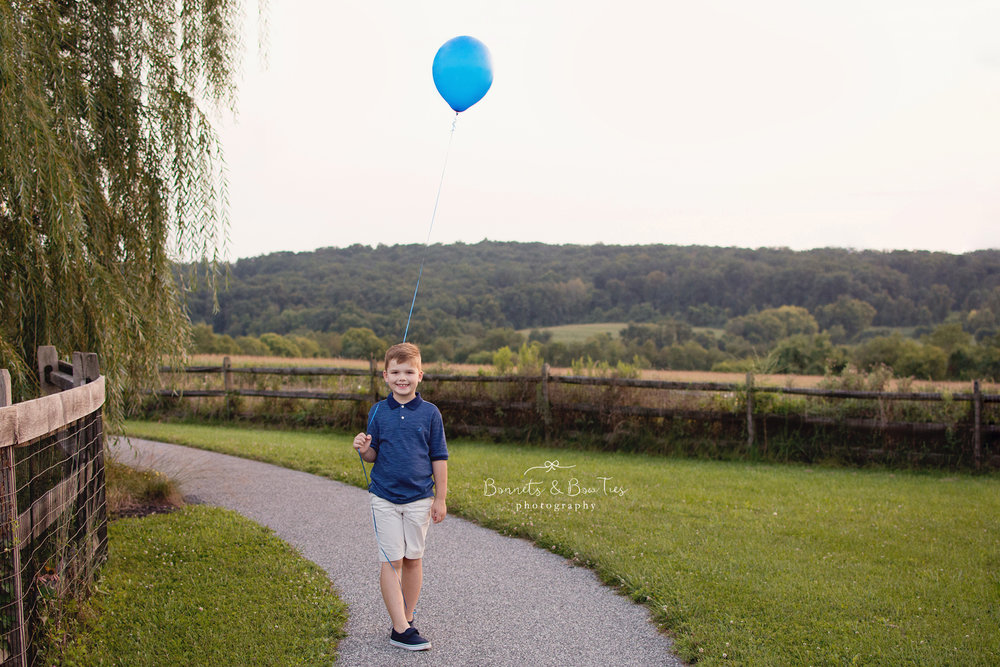 boy photography pose with blue balloon.jpg