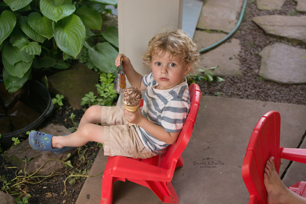 ice cream stand at barefoot farm.jpg