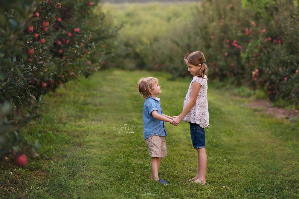 apple orchard photo session.jpg