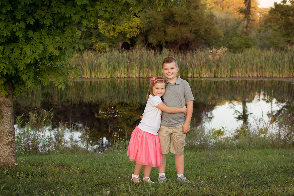 sister and brother photography pose.jpg