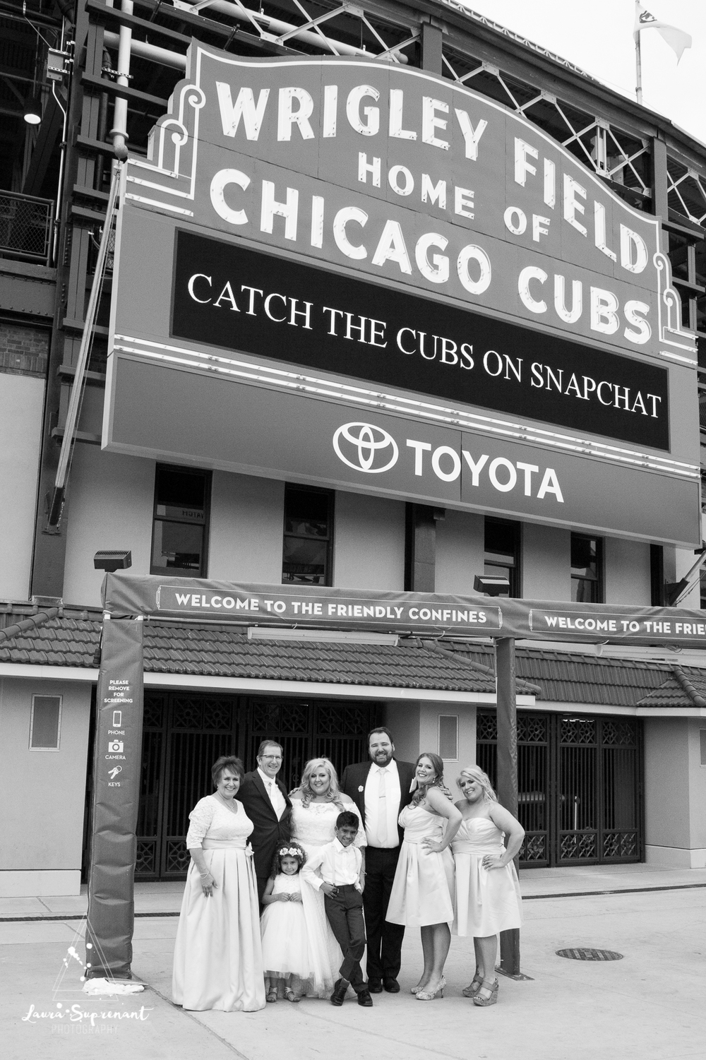wedding_photography_chicago_wrigley_field_ravenswood_event_center_laura_suprenant (39 of 82).jpg