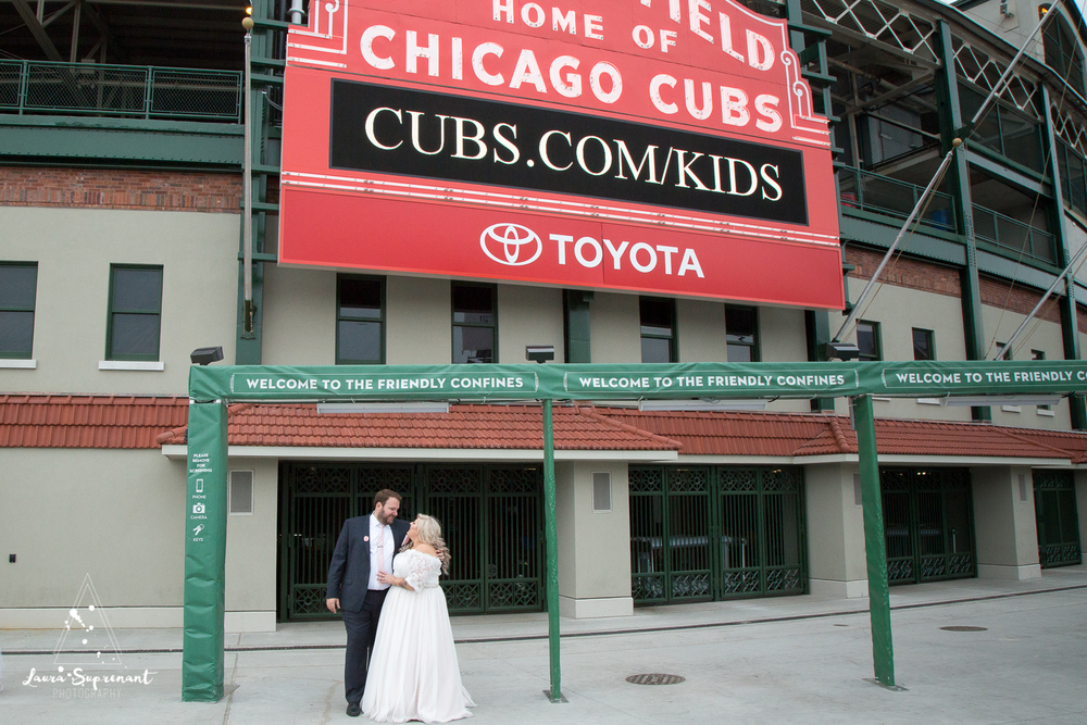 wedding_photography_chicago_wrigley_field_ravenswood_event_center_laura_suprenant (40 of 82).jpg