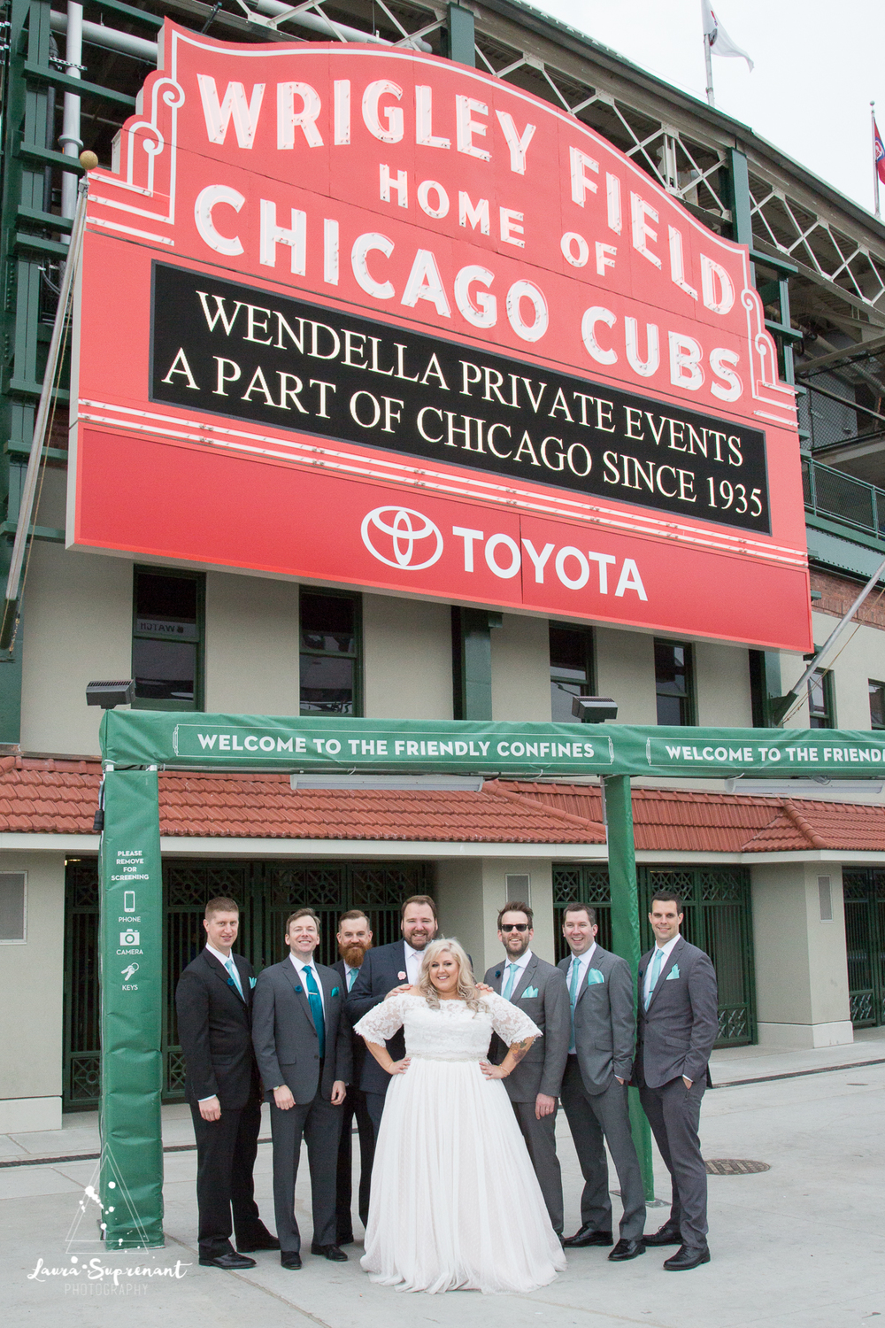 wedding_photography_chicago_wrigley_field_ravenswood_event_center_laura_suprenant (42 of 82).jpg