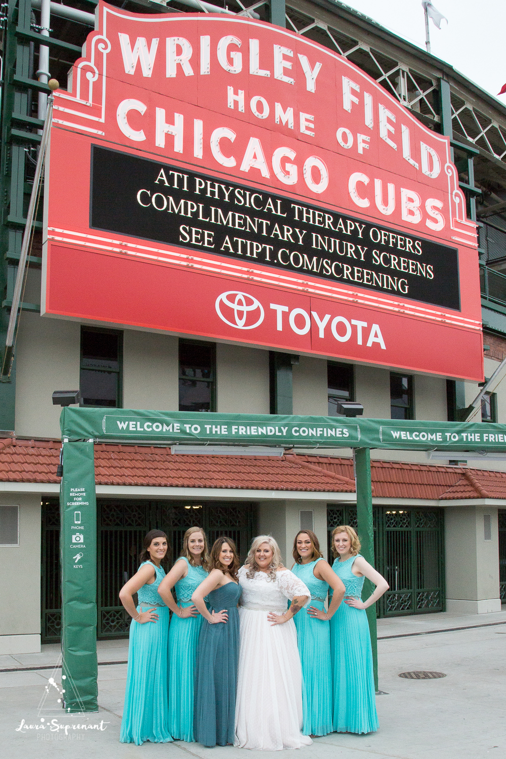 wedding_photography_chicago_wrigley_field_ravenswood_event_center_laura_suprenant (43 of 82).jpg
