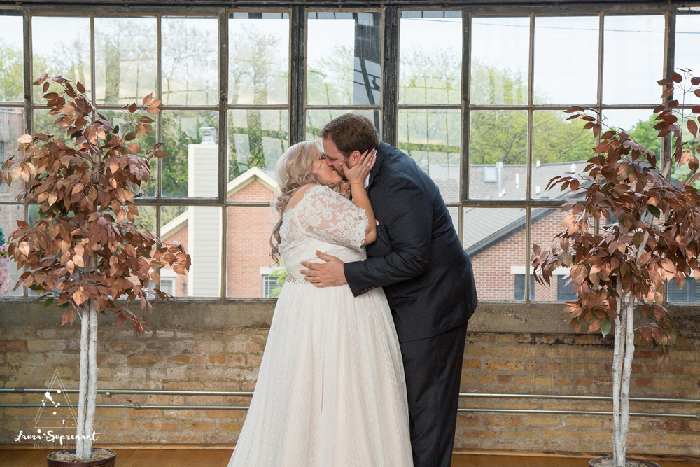 wedding_photography_chicago_wrigley_field_ravenswood_event_center_laura_suprenant (53 of 82).jpg