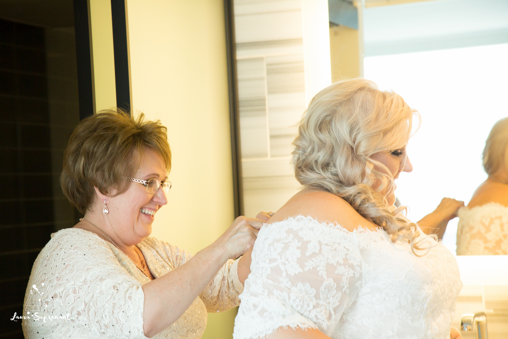 wedding_photography_chicago_wrigley_field_ravenswood_event_center_laura_suprenant (72 of 82).jpg