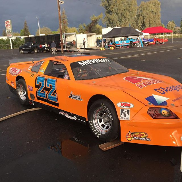 Rough day at practice last night in Madera piloting the Johnny Ginn hot rod. The RF rotor broke, wedged into the wheel, wheel locked up and ended up in the turn 3 wall. Unfortunately, there was too much damage to wheel it in tonight's race so we won't be able to defend our 5k win from this time last year. Thanks Johnny Ginn and family for giving me the opportunity to race this weekend, my crew at home, Andy and TiJera Worley, my mom and dad who braved the hurricane conditions at the track!  Also a big thanks to Kenny Shepherd and staff for staying and helping us load up. Race on, Buddy. #justkeepdiggin'